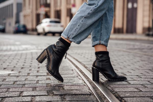 Wie trägt man schwarze Boots