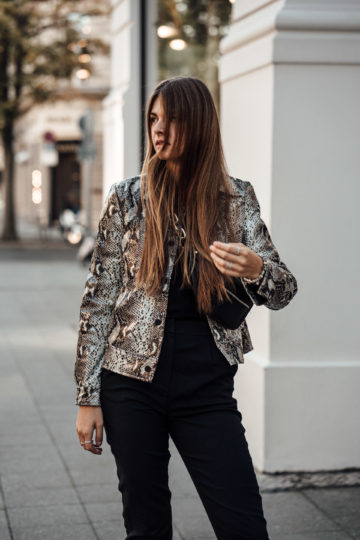 how to wear snake print jackets
