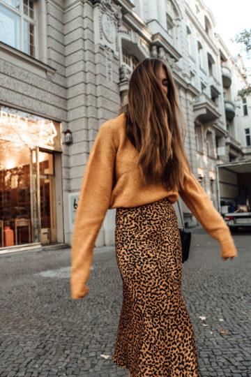 So tragt ihr Leopard Print im Winter