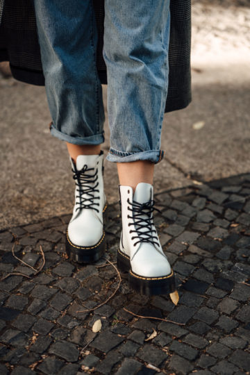 how to wear white Boots