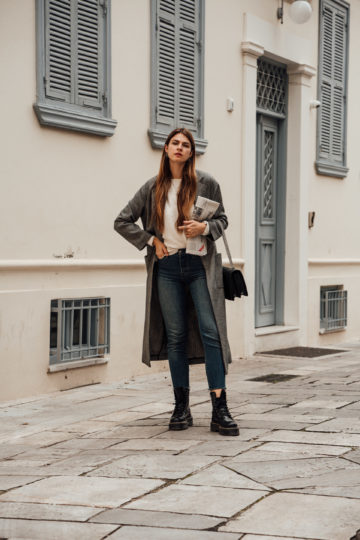 Casual Outfit Idea: Blue Jeans and Long Coat