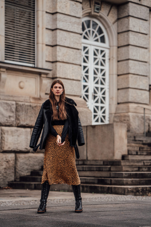 Preview : Winter Outfit with Midi Skirt, Shearling Jacket and Leather Boots