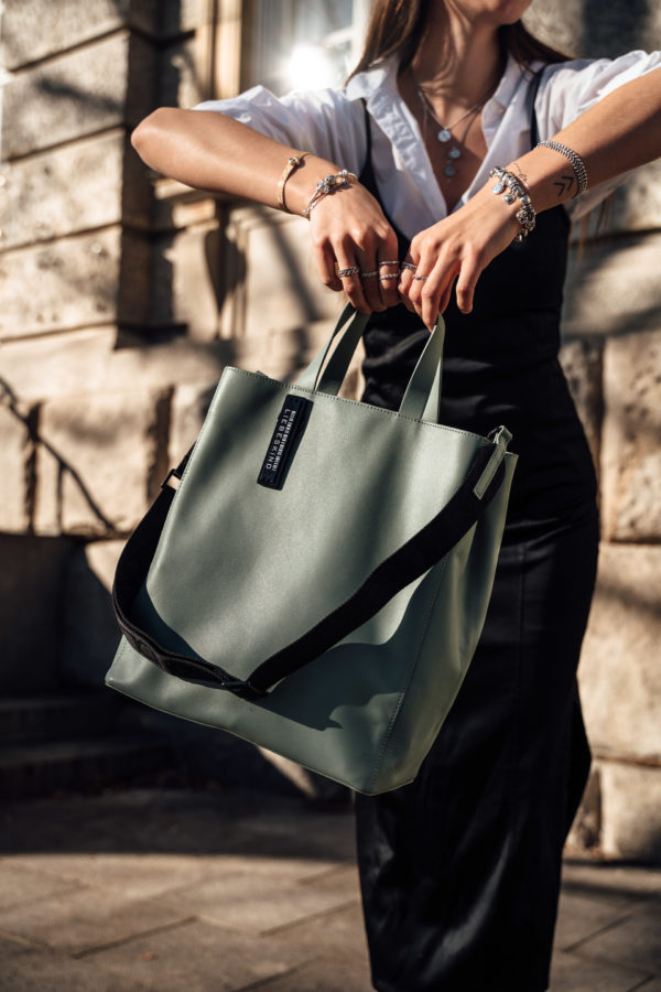 how to style a green bag