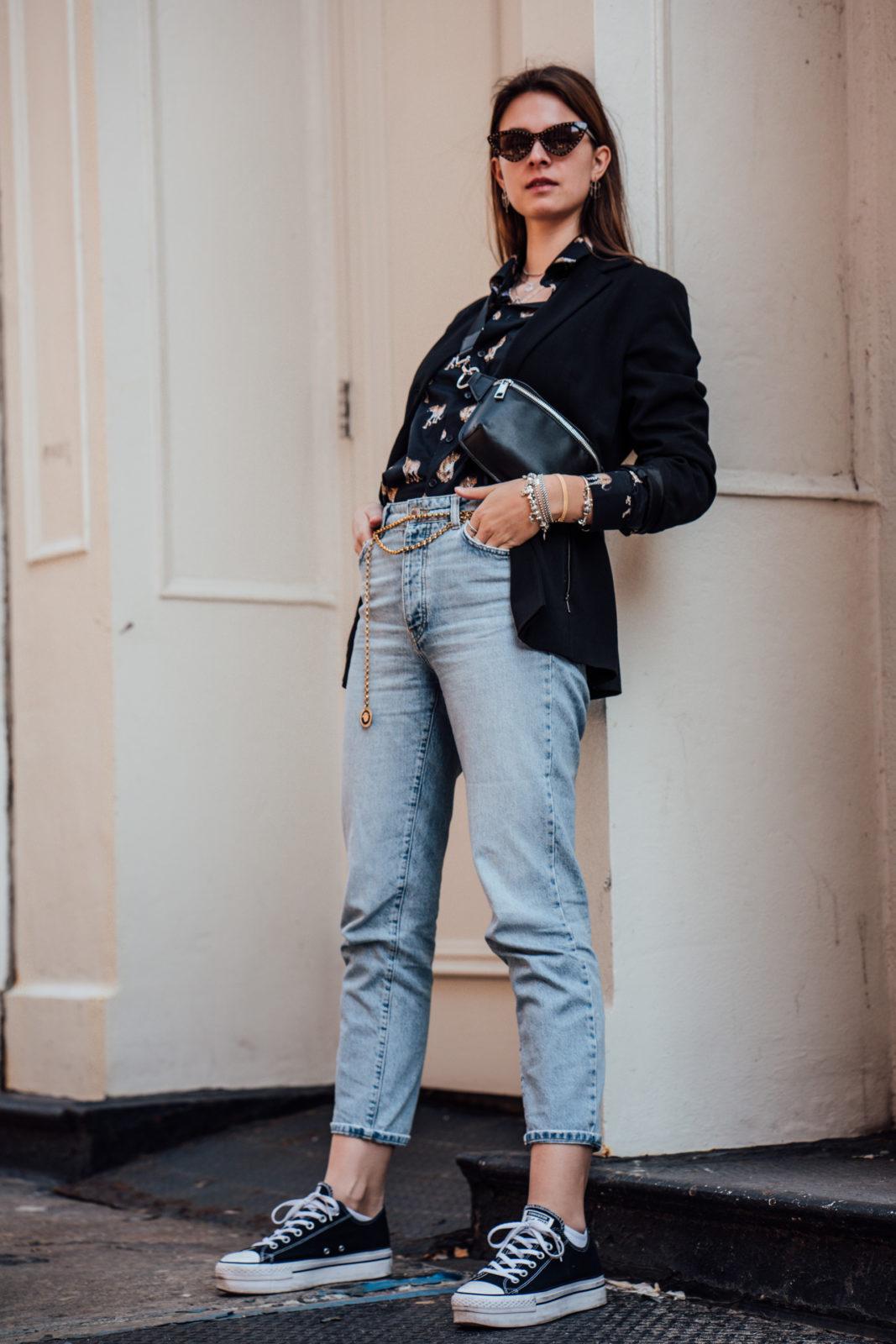 Wie trägt man schwarze SNeakers