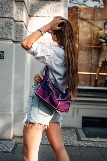 lilafarbene Chanel Tasche