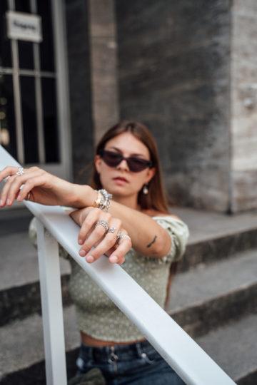 Wie trägt man eine Cateye Sonnenbrille