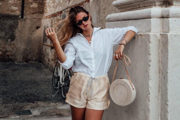 Wie trägt man beige Shorts