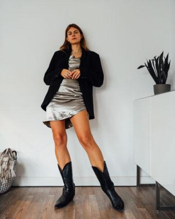 Cami Kleid und oversized Blazer
